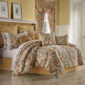 J Queen New York August Comforter Set